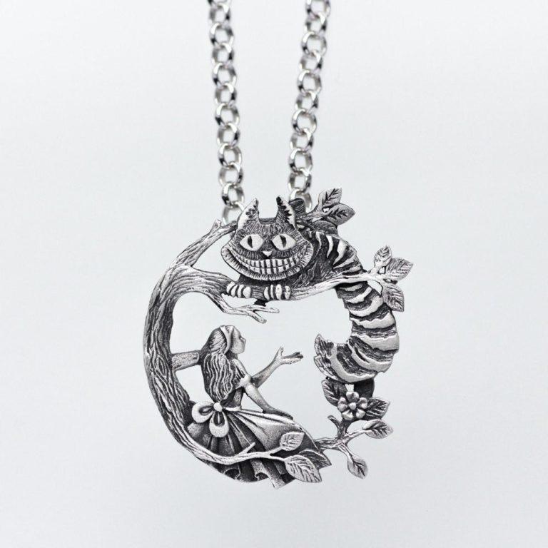 alice cheshire cat pendant
